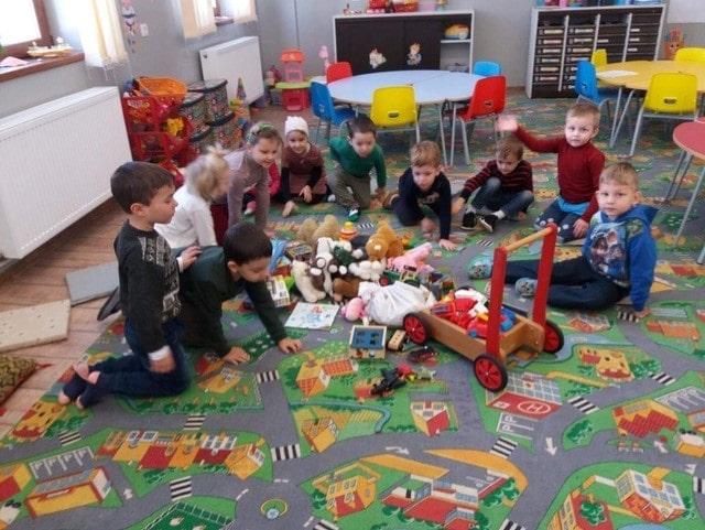 Schenking speelgoed aan onderwijs Vatra Dornei